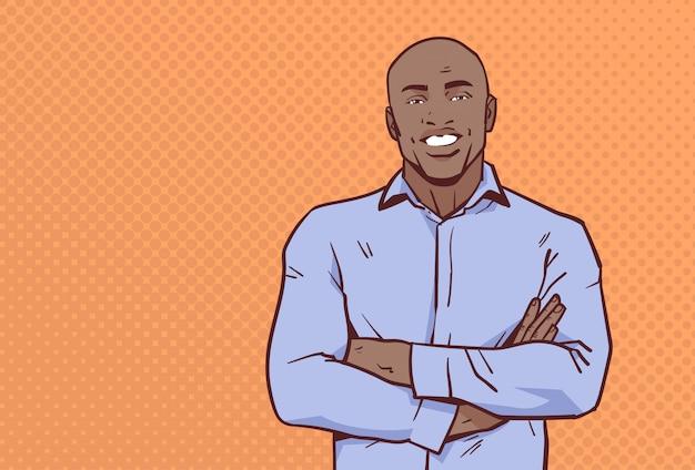 Hombre de negocios afroamericano manos juntas plantean hombre de negocios sonrisa hombre cartoon