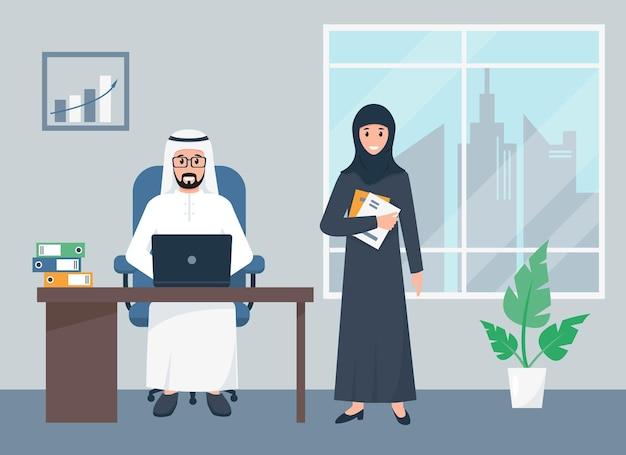 Hombre de negocios árabe y empresaria que trabaja en la oficina