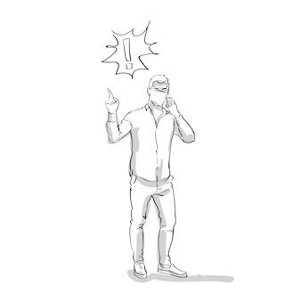 Hombre de negocios del bosquejo que habla en el teléfono elegante que tiene el dedo del punto del problema al signo de exclamación integral en el fondo blanco
