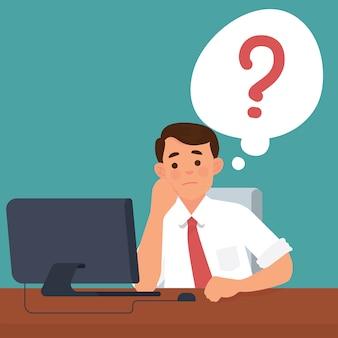 Hombre de negocios confuso frente a su computadora