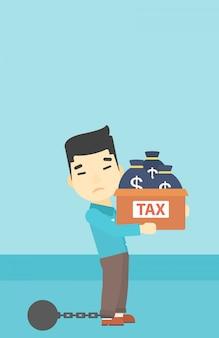 Hombre de negocios encadenado con bolsas llenas de impuestos.
