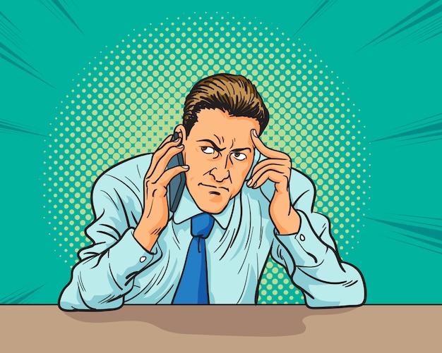 Hombre de negocios escuchando una conversación de trabajo en el teléfono y teniendo miedo por algo en el estilo de cómic pop art.