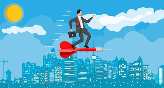 El hombre de negocios en la flecha del objetivo del dardo al objetivo. establecimiento de objetivos objetivo inteligente. hombre de negocios en traje con maletín, paisaje urbano. concepto de objetivo empresarial. logro y éxito. ilustración vectorial plana