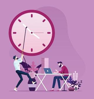 Hombre de negocios mueve las manecillas del reloj para cambiar la hora.