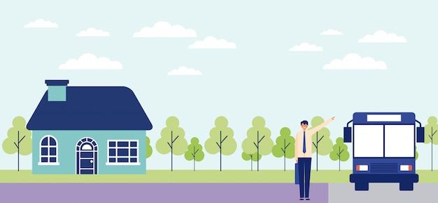 Hombre de negocios en la parada de autobús saliendo de su casa, bosque