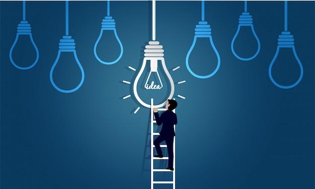El hombre de negocios que camina para arriba en escalera va a la lámpara. destino, victoria al concepto de éxito empresarial con bombilla de idea.
