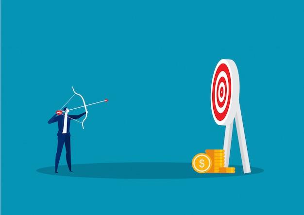 Hombre de negocios que golpea el blanco con el arco y la flecha para apuntar el vector del concepto.