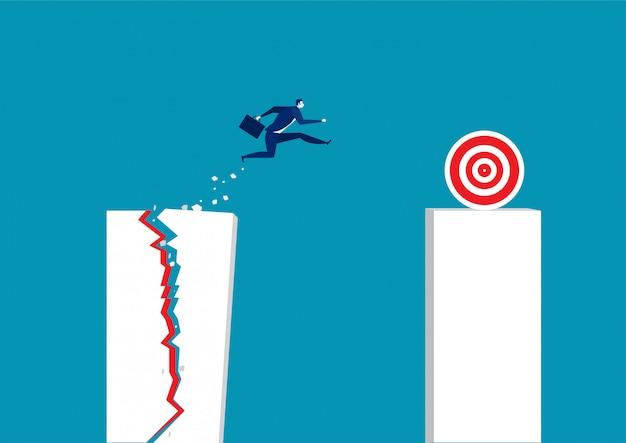 El hombre de negocios salta a través del gráfico de barras creciente.