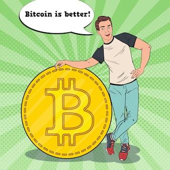 Hombre de negocios sonriente del arte pop con bitcoin grande