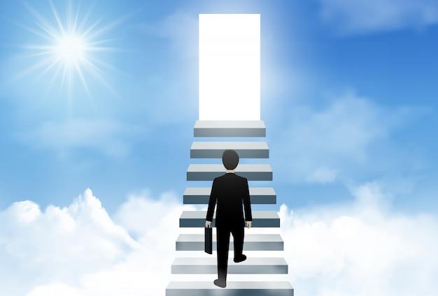 Un hombre de negocios sube las escaleras hasta la puerta iluminada del éxito en el cielo