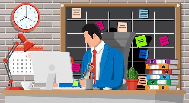 Hombre de negocios, en el trabajo