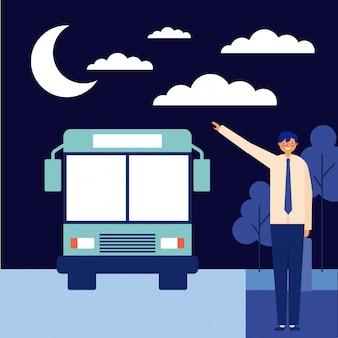 Hombre nocturno tomando el autobús