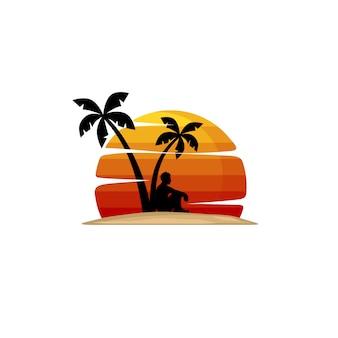 El hombre en la playa se sienta bajo la palmera