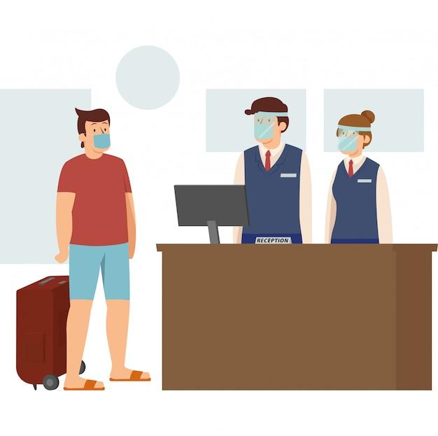 Un hombre que hace el check-in en el hotel durante la nueva normalidad mientras sigue usando una máscara médica