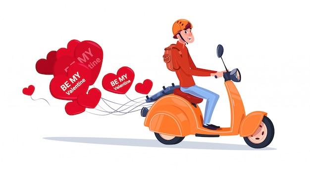 Hombre que monta la bicicleta retra del motor con los globos en forma de corazón concepto feliz del día de tarjetas del día de san valentín