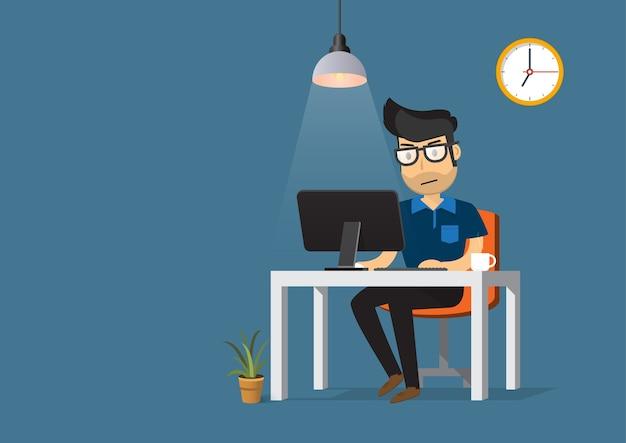 Hombre que trabaja en la computadora de escritorio y la taza de café.