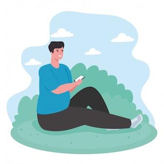 Hombre que usa el concepto de tecnología de comunicación al aire libre, redes sociales y teléfono inteligente