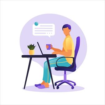 Hombre sentado mesa con ordenador portátil. trabajando en una computadora. freelance, educación en línea o concepto de redes sociales. concepto independiente o de estudio. estilo plano ilustración.