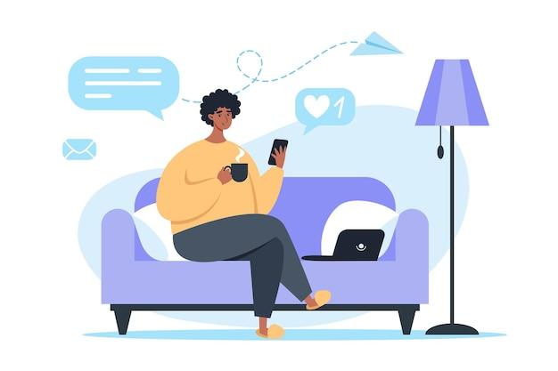 Hombre sentado en el sofá y trabajando en la computadora portátil, autónomo y aprendiendo en casa