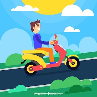 Hombre sonriente montando moto eléctrico