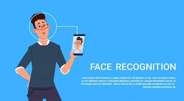 Hombre sostener teléfono inteligente escanear reconocimiento facial concepto biométrico control de acceso tecnología