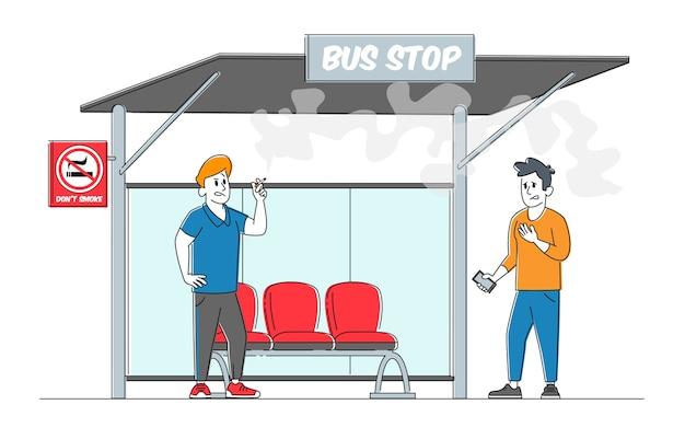 El hombre sufre de humo cerca de la señal de prohibido y el hombre fumador con cigarrillos en la parada de autobús