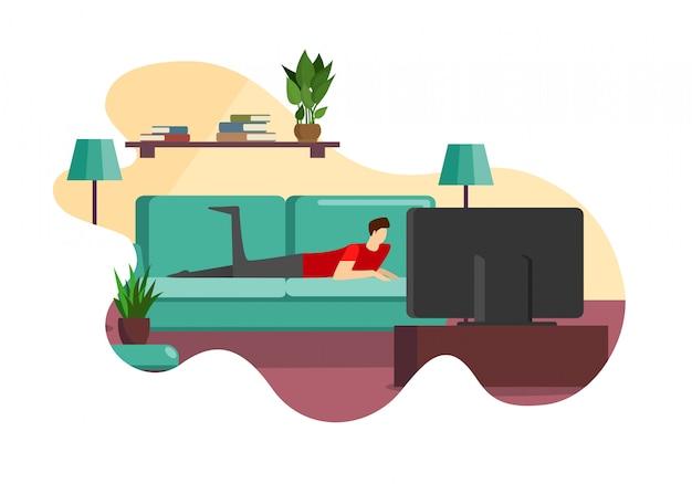 Hombre tendido en el sofá frente a la pantalla de televisión