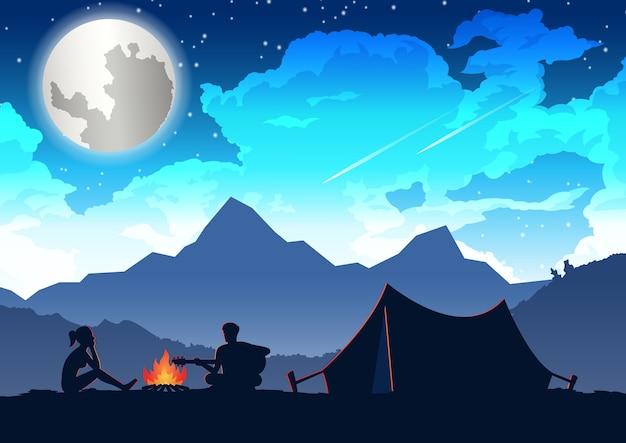 El hombre está tocando la guitarra y la mujer está escuchando en su viaje de campamento