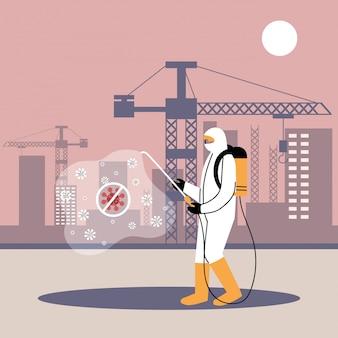 Hombre en traje desinfectando máquinas y edificios