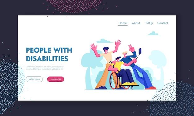 Hombre con trastorno físico sentado en silla de ruedas con amigos alrededor, grupo de compañeros haciendo selfie al aire libre. amistad, relaciones, página de destino del sitio web, página web. ilustración de vector plano de dibujos animados
