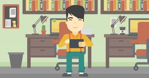 Hombre usando tableta