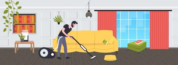 Hombre utilizando aspiradora conserje masculino en aspiradora uniforme haciendo tareas domésticas servicio de limpieza concepto moderno salón interior horizontal boceto de longitud completa