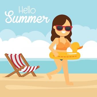 El hombre va a viajar en vacaciones de verano, mujer feliz corriendo en la playa
