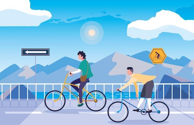 Hombres en la naturaleza del paisaje nevado con señalización para ciclista