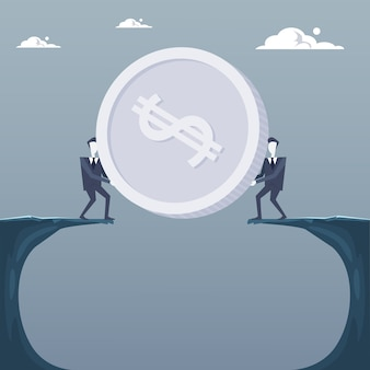Hombres de negocios que dan moneda sobre el acantilado