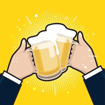 Hombres de negocios que sostienen las tazas de cerveza.