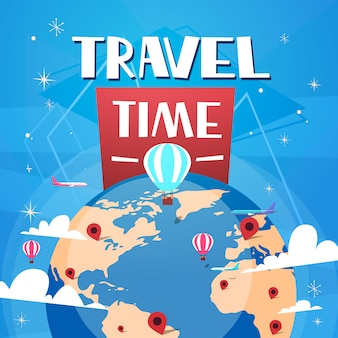 Hora de viajar póster con globos de aire sobre el globo terráqueo sobre fondo azul bandera de turismo retro