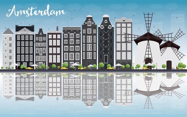 Horizonte de la ciudad de amsterdam con edificios grises y reflejo