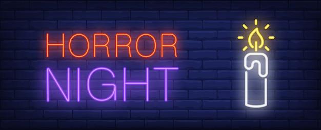 Horror noche neón estilo banner. luz de una vela en el fondo de ladrillo.
