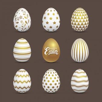 Huevos de pascua dorados con elementos decorativos decorados.