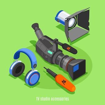 Icono isométrico de accesorios de estudio de tv con dispositivo de iluminación de micrófono de auriculares de cámara profesional
