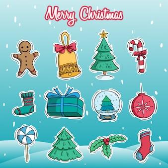 Iconos de la decoración de navidad feliz con estilo doodle color sobre fondo de nieve