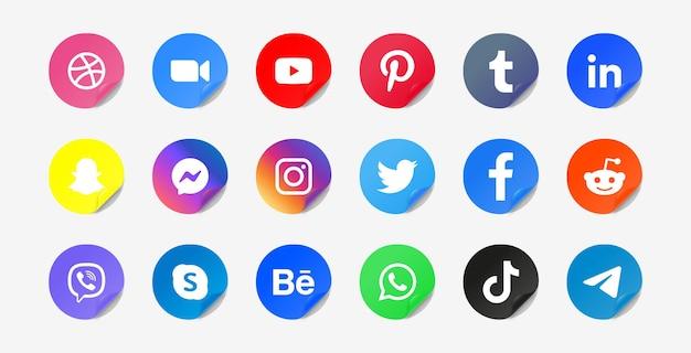Iconos de redes sociales en botones adhesivos redondos o logotipos de plataformas de red