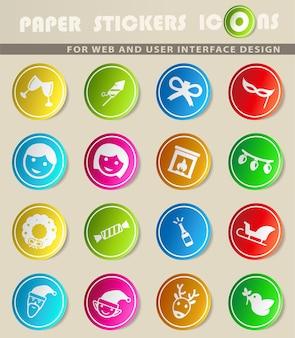 Iconos de vector de navidad en pegatinas de papel de colores