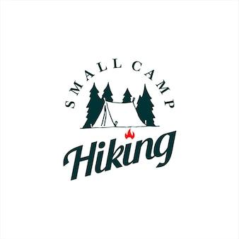 Ilustración de campamento simple en estilo insignia vintage