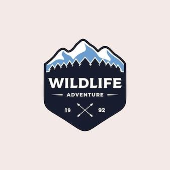 Ilustración de diseño de logotipo de insignia de aventura