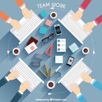 Ilustración de equipo de trabajo con teclado