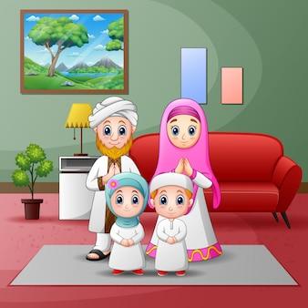 Ilustración de la familia musulmana feliz en casa