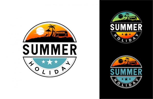 Ilustración de horario de verano con playa, palmeras y sol.