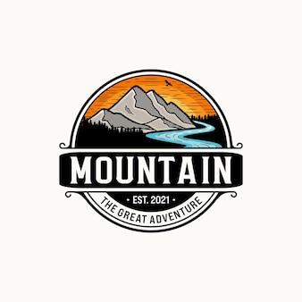 Ilustración de logotipo vintage de montaña